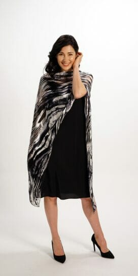 Black And White Flow Scarf Rectangle Top