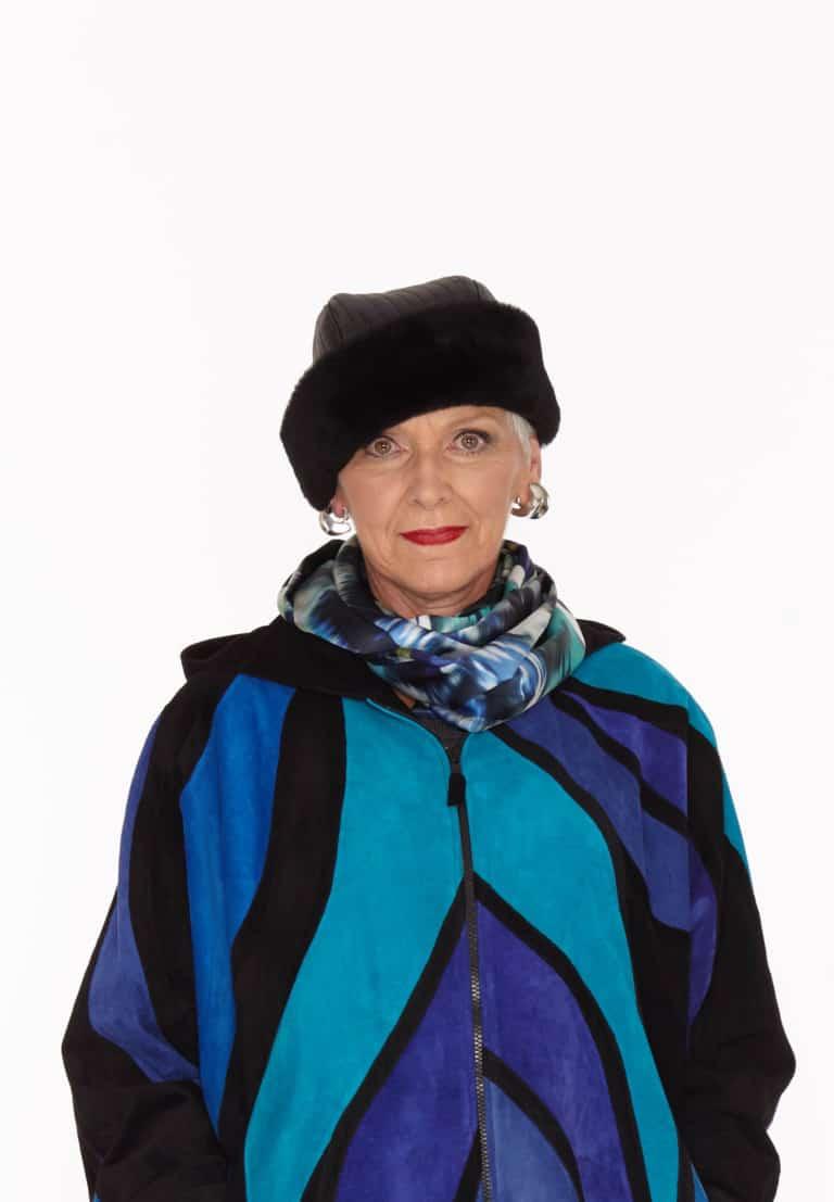 Spanish Lamb Shearling Snuggle Hat In Black