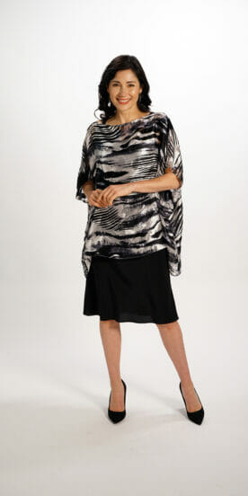 Silk Rectangle Top in Black White Flow